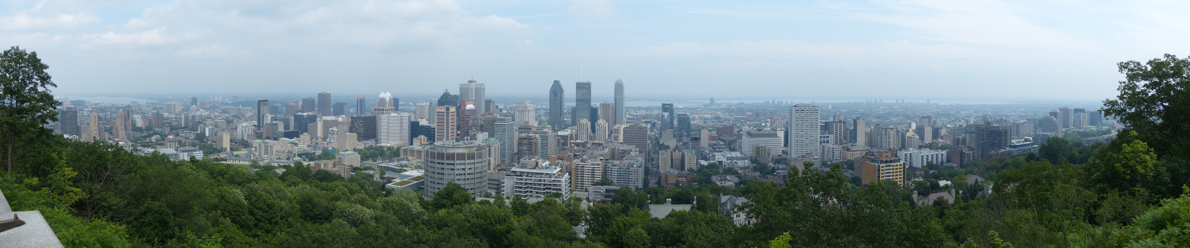 panoramic_montreal_overlook_180.jpg