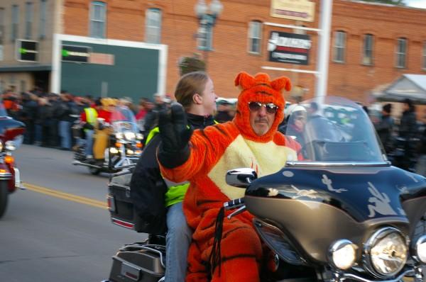 10_tomahawk_fall_ride_parade.jpg
